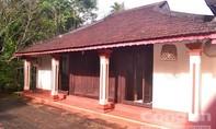 Thăm nhà rường trăm năm tuổi ở làng Hội Kỳ
