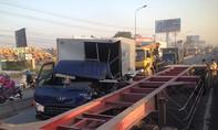 Vừa qua khu du lịch Suối Tiên, tài xế xe tải nhập viện sau cú tông kinh hoàng