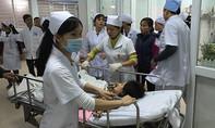 Gần 1.000 công nhân bị ngộ độc vì bếp ăn không phép