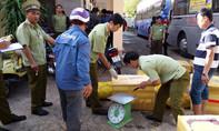 Lại bắt quả tang xe khách chở gần 800kg thịt heo thối