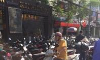 Karaoke Kingdom chiếm đường làm bãi giữ xe