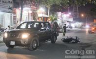 Giải cứu 2 nam thanh niên kẹt dưới gầm xe ô tô sau vụ va chạm