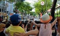 Đồng bào Thành phố nao nức đón diễu binh của đại lễ 30-4