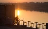 Hoàng hôn trên sông Volga