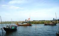 Bè mảng lật úp, 5 ngư dân thoát chết
