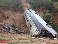 Xe khách rơi xuống núi, 30 người tử vong