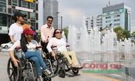 Phố đi bộ Nguyễn Huệ thân thiện với người khuyết tật