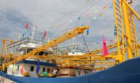 Bàn giao hai tàu cá vỏ thép hiện đại cho ngư dân
