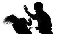 Dùng búa đập đầu vợ con trọng thương vì... bị hỏi tiền lương