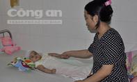 Bé gái 1 tuổi ngã chấn thương sọ não ở nhà giữ trẻ không phép