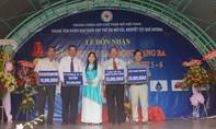 Trao tặng Huân chương Lao động cho Trung tâm nhân đạo Quê Hương