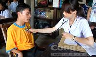 Trẻ khuyết tật vui Tết thiếu nhi trên vịnh Nha Trang