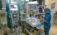 50 giờ giành sự sống cho bé trai 5 ngày tuổi bị ngưng thở