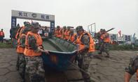 Hơn 2.000 binh sĩ tham gia cứu hộ trên sông Dương Tử