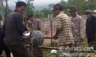 Người thân cán bộ xã rào đất ngăn dân xây nhà
