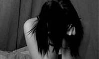 Giả công an hình sự, đưa gái bán dâm về phòng trọ cưỡng dâm
