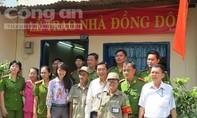Công an phường góp tiền sửa nhà cho tổ trưởng dân phố nghèo