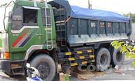 Bị xe tải lôi 10m trên đường, người đàn ông chết tại chỗ