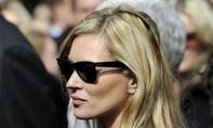 Siêu mẫu Anh Kate Moss bị đuổi khỏi máy bay vì gây rối