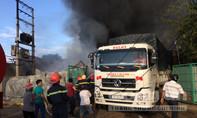 Cháy lớn thiêu rụi cơ sở sản xuất nhựa và gara ô tô