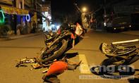 Vượt trái ô tô, hai xe máy đối đầu trong đêm