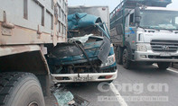 Tông đuôi xe tải, phụ xe chết trong cabin
