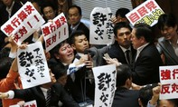 """Một ủy ban của Hạ viện thông qua dự luật cho phép Nhật """"phòng vệ tập thể"""""""