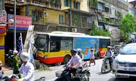 Hà Nội: Một ngày xảy ra hai vụ tai nạn nghiêm trọng