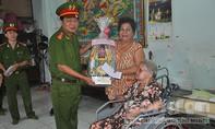 Cảnh sát PCCC TP.HCM thăm và tặng quà thân nhân, gia đình liệt sỹ