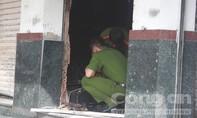 Ngọn lửa thiêu rụi cửa hàng xe đạp, 2 cha con ôm nhau tháo chạy