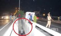 Phát hiện nam thanh niên chết trong tư thế treo cổ lủng lẳng trên cầu