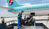 Bắt hai nhân viên bốc xếp trộm điện thoại của khách đi máy bay