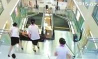 Thang cuốn 'nuốt' chết người tại khu mua sắm vì quên vặn ốc vít