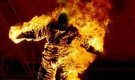 Nhậu say, chồng tưới xăng đốt vợ khiến con tử vong