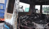 Clip: Xem xe container cháy trơ khung trên xa lộ Hà Nội