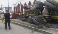 Xe tải mất thắng tông vào đoàn người khiến 20 người chết