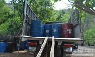 Bắt vụ vận chuyển dầu hắc số lượng lớn không rõ nguồn gốc