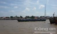 Chiếc sà lan ma 'nuốt trôi' 400 tấn gạo