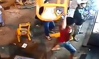 Cãi nhau với bà chủ quán nhậu, một thực khách bị đánh bầm dập