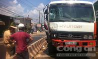 Xe tải đấu đầu container trên quốc lộ, giao thông ùn tắc