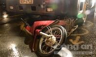 Xe container cuốn xe máy, hai phụ nữ thoát nạn