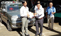 Vợ chồng nông dân mua xe chuyển bệnh miễn phí cho bệnh nhân nghèo
