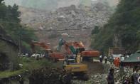 Lở đất chôn vùi 15 phòng ngủ tập thể và ba căn nhà