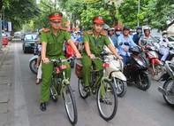 Công an Hà Nội sử dụng xe đạp đi tuần tra