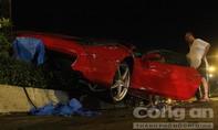 """Siêu xe Ferrari 15 tỷ tông """"bứt gốc"""" đèn tín hiệu giao thông"""