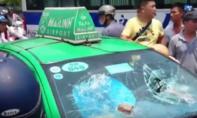 CSGT cùng người dân truy đuổi taxi gây tai nạn rồi bỏ chạy