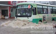 Đồng Nai: Mưa lớn, TP.Biên Hòa chìm trong biển nước