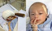 Vỡ òa giây phút bé trai bị đâm xuyên não xuất viện về nhà