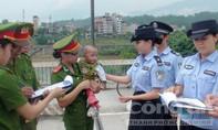 Cảnh sát cứu bé trai 20 ngày tuổi suýt bị bán qua Trung Quốc