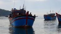 Tàu bị cướp lai dắt tàu bị hỏng máy vào bờ